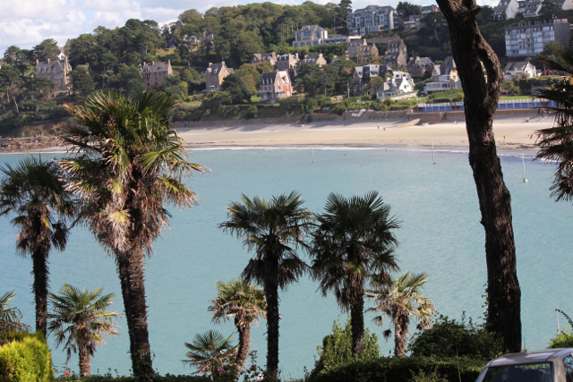 Une Plage – French Expression